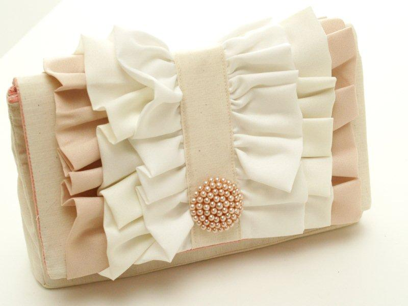 Simple Ruffled Clutch - so easy to make and so pretty!