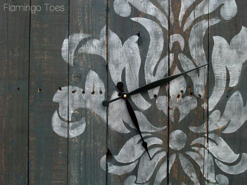 Stencilled Clock