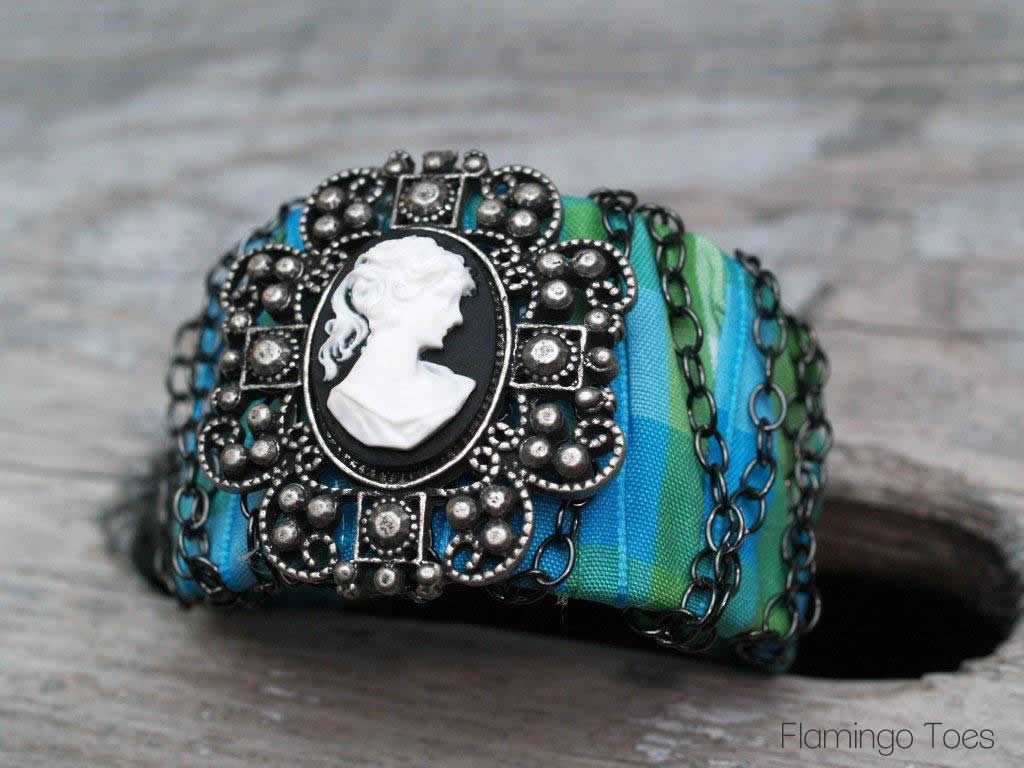 Chained Cameo Cuff – Quick Bracelet Tutorial