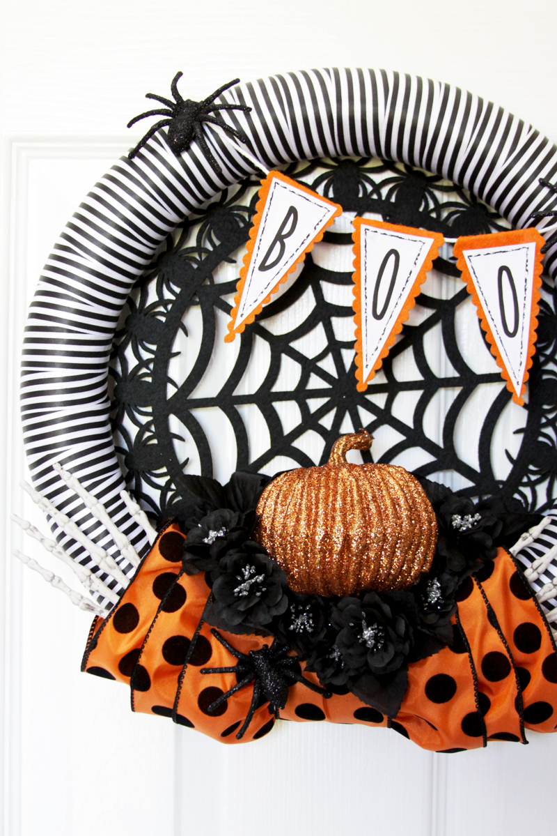 simple-and-spooky-spiders-halloween-wreath