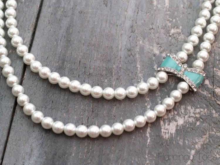 Bow and Pearl Necklace