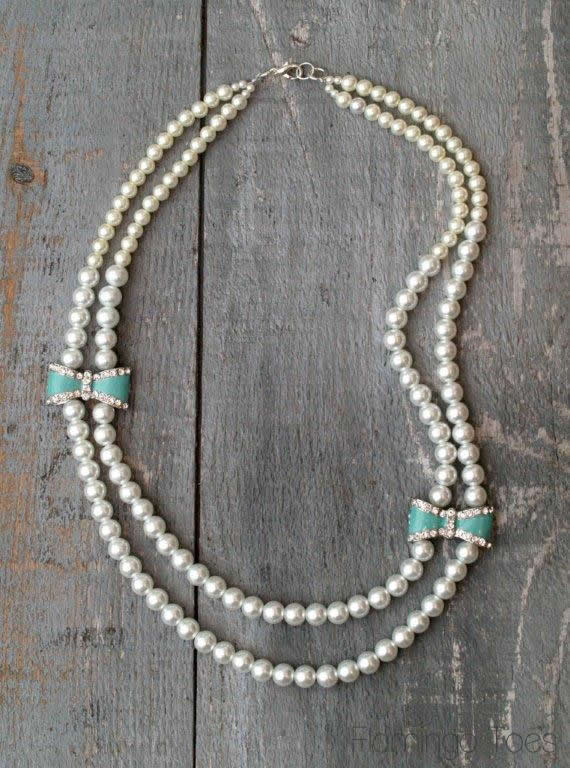 DIY Bow and Pearl Necklace