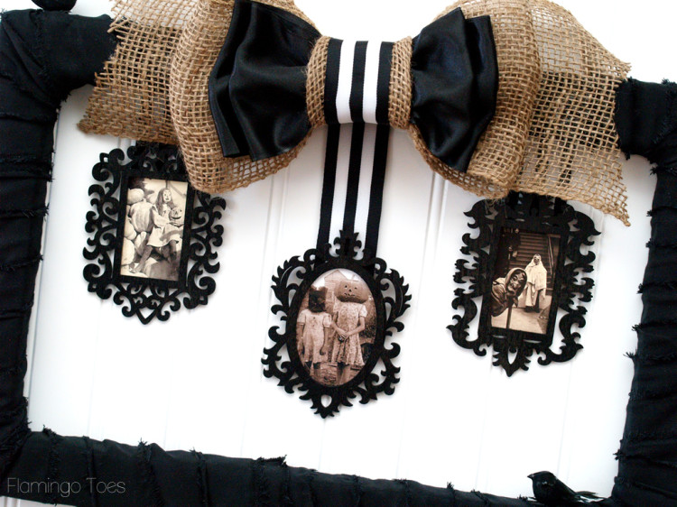 creepy Halloween photo frame
