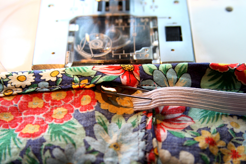 15 Minute DIY Skirt tutorial featured by top US sewing blog, Flamingo Toes: inserting elastic in skirt waistband