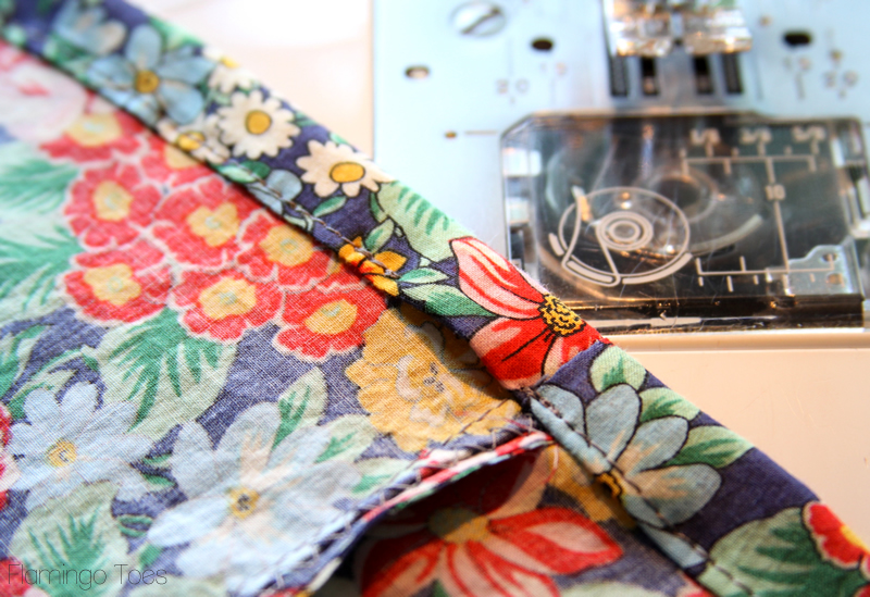 15 Minute DIY Skirt tutorial featured by top US sewing blog, Flamingo Toes: skirt casing for elastic