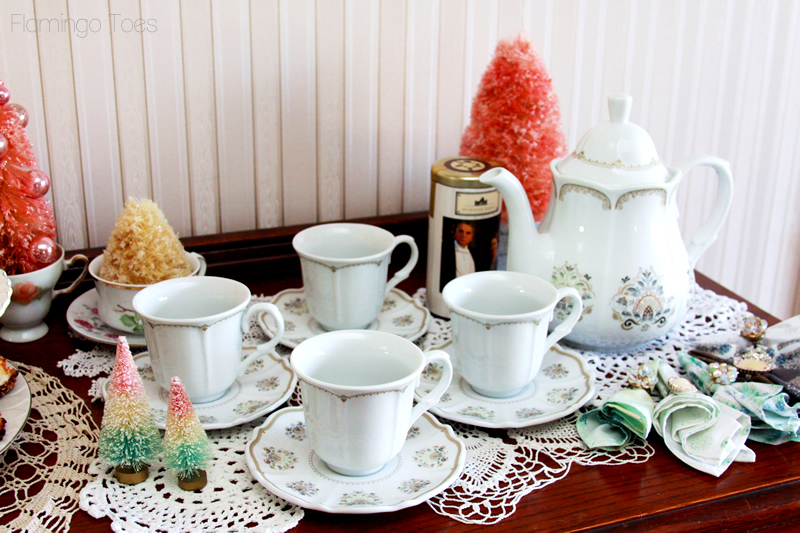 Downton Abbey Teapot and Cups