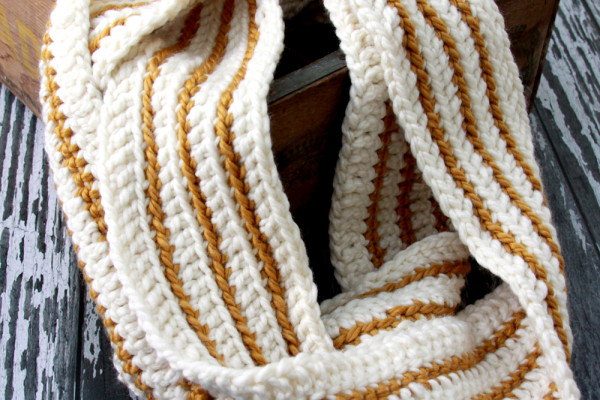 Easy-Striped-Crochet-Scarf