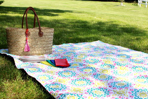 Easy Picnic Blanket from Tablecloths