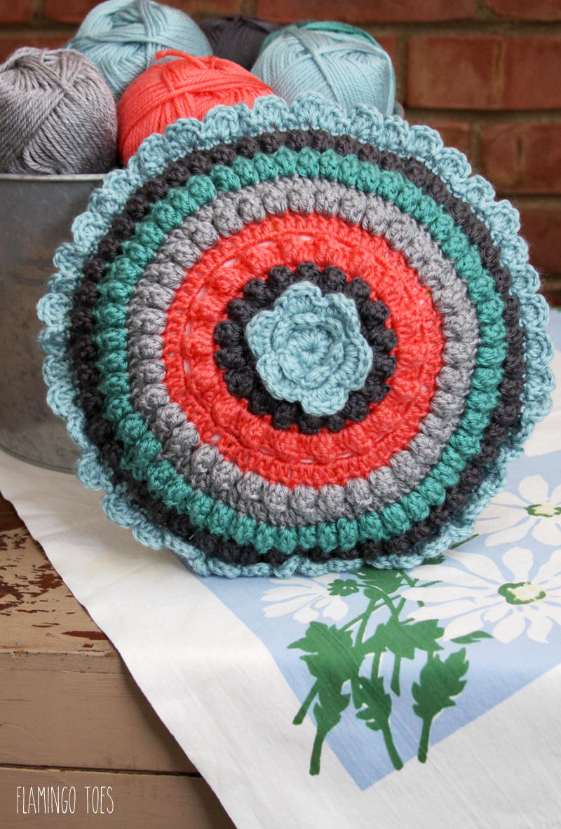 Free Retro Crochet Pillow Pattern