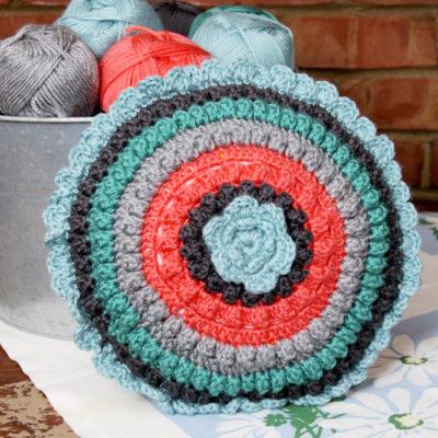 Retro Style Crochet Pillow – Free Pattern