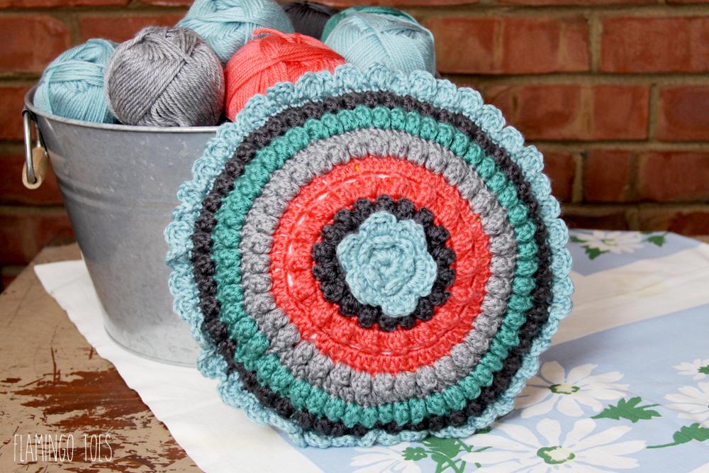 Retro Style Crochet Pillow Free Pattern
