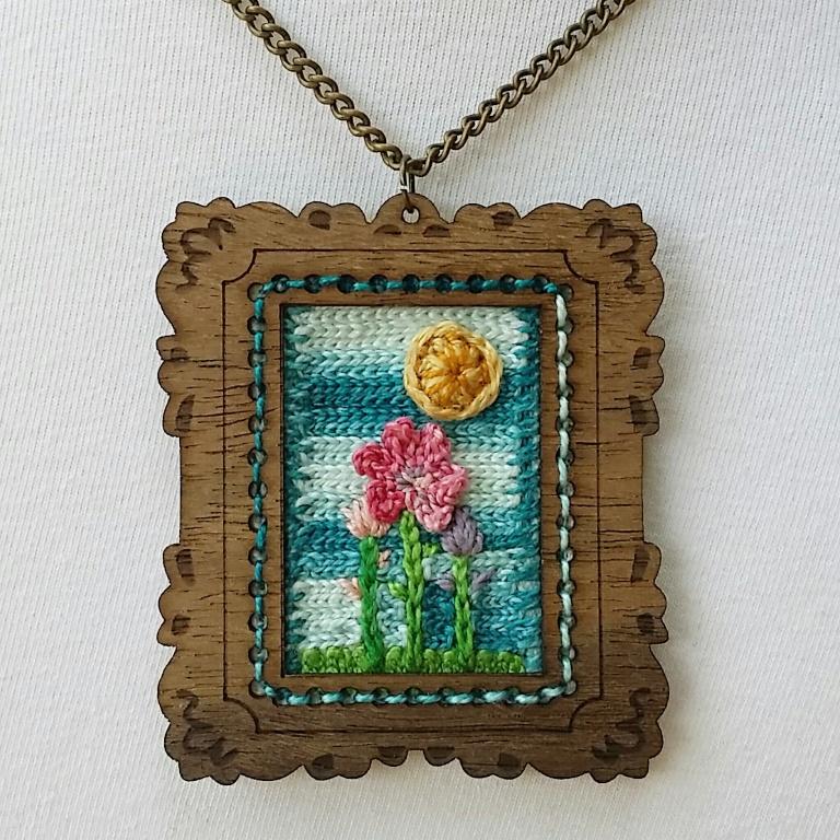 Yarn decorated mini frame