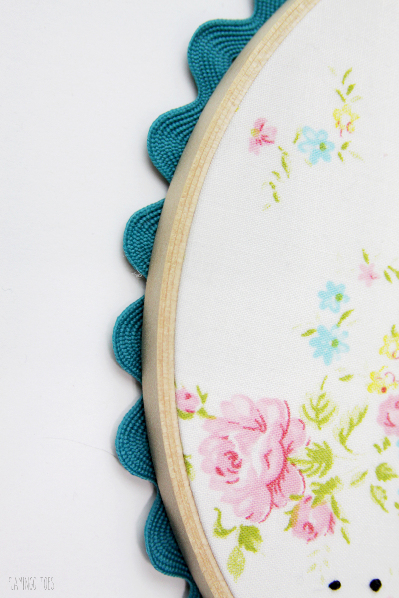 ric rac edging on embroidery hoop