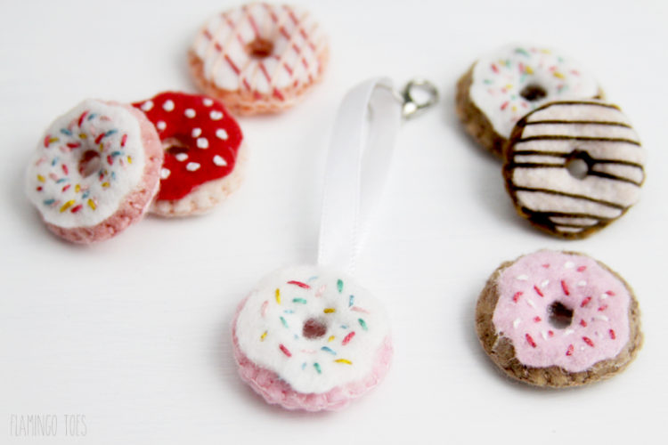 Little Donut Zipper Pull