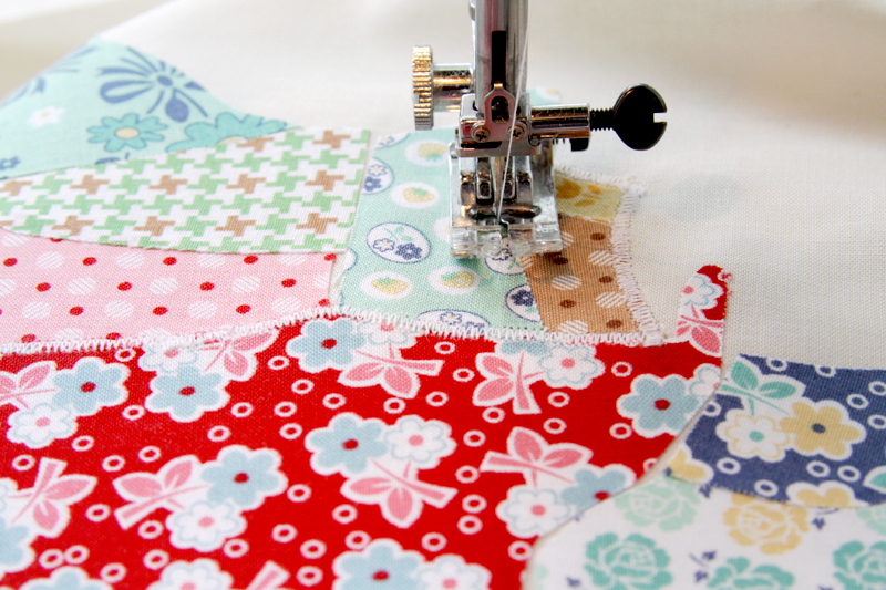 US Map Quilt Tutorial featured by top US quilting blog, Flamingo Toes: Zig Zag State Applique