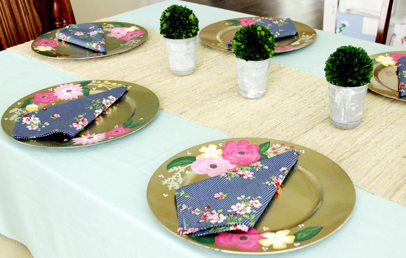 Floral Gold Chargers and Napkins