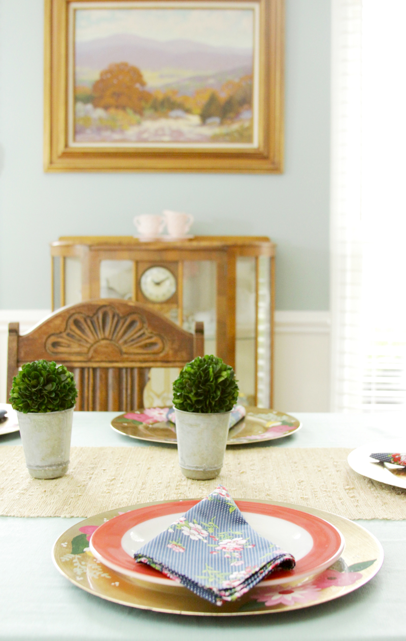 Pretty Farmhouse Style Dining Room