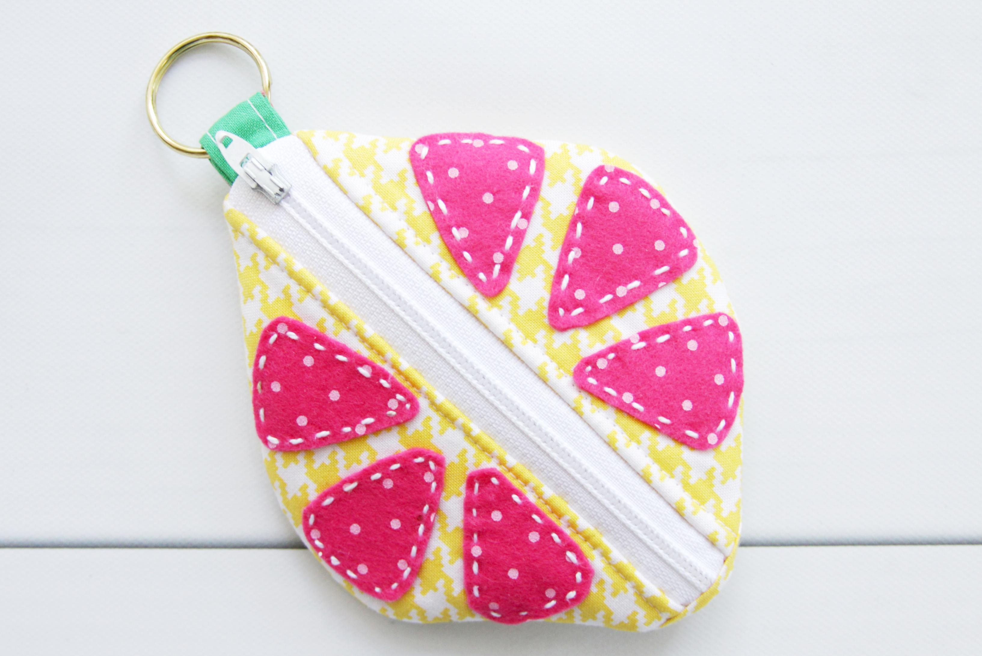 lemon-earbud-zipper-pouch