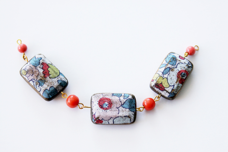 beads-connected-for-necklace