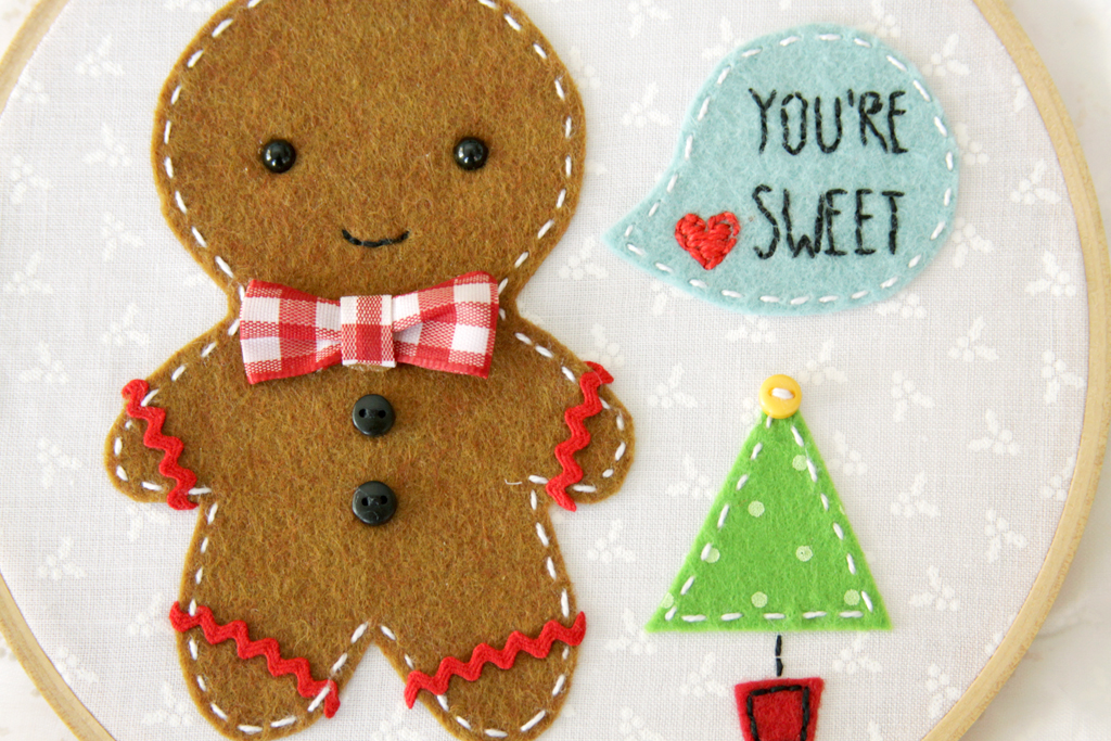 bow-and-buttons-on-gingerbread-hoop