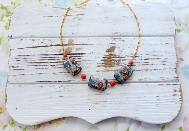 floral-vintage-wooden-necklace