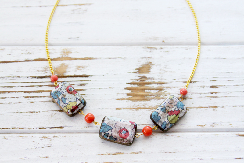 pretty-floral-wooden-necklace