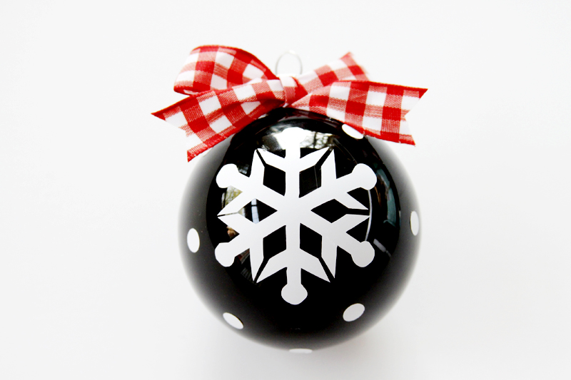 red-gingham-bow-on-ornament