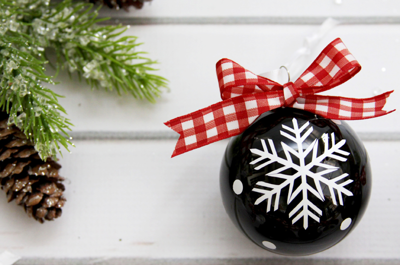 simple-vinyl-snowflake-ornament