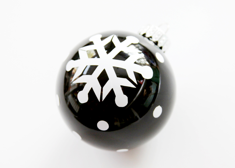 vinyl-polkadots-on-ornament
