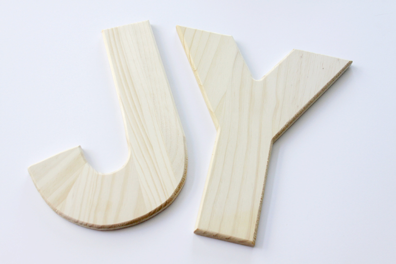 wooden-letters-for-painted-wreath