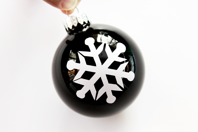 vinyl-snowflake-on-ornament