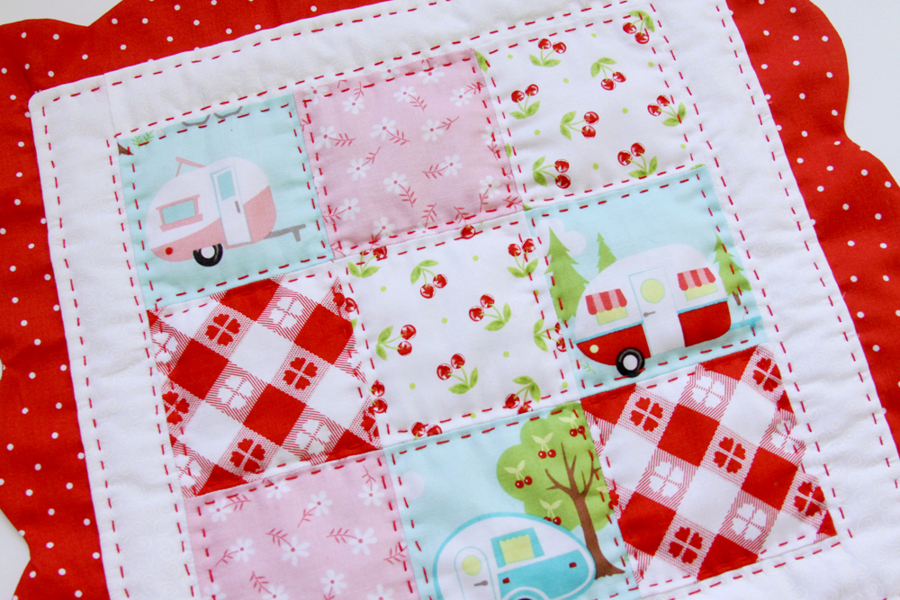 Scalloped nine patch retro style placemats for Small square placemats