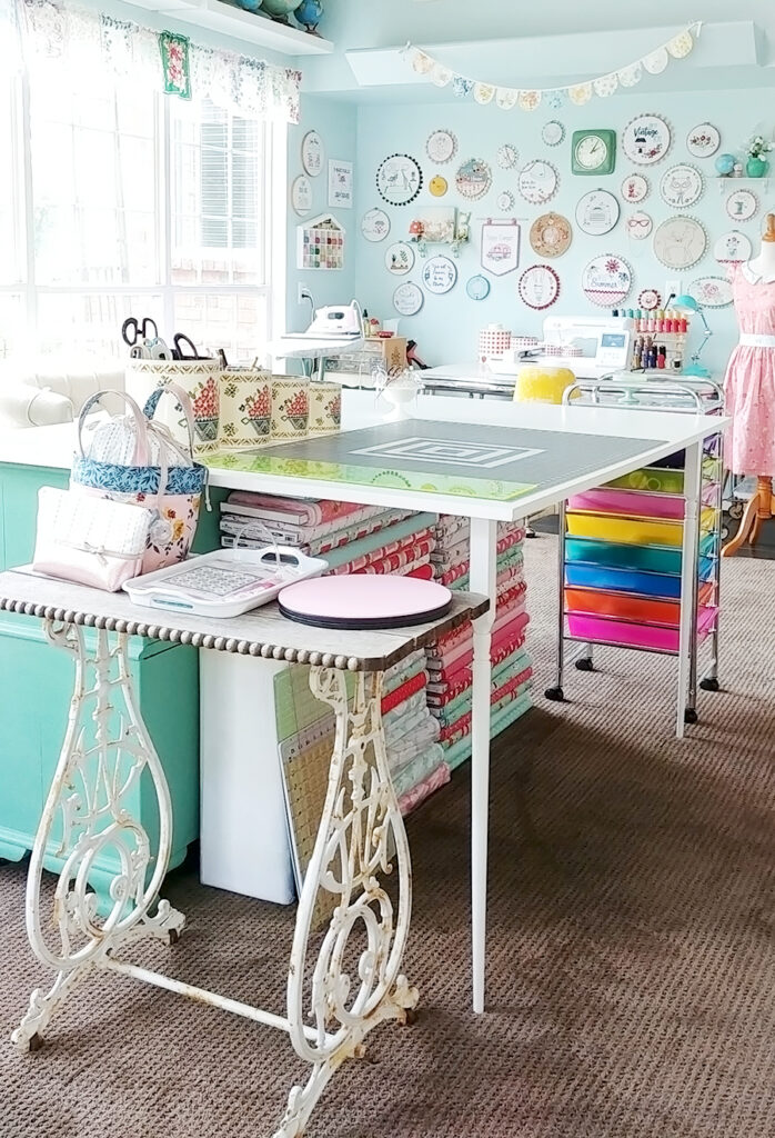 2019 Top Ten Quilting and Sewing Projects! by popular Tennessee quilting blog, Flamingo Toes: image of a sewing room.