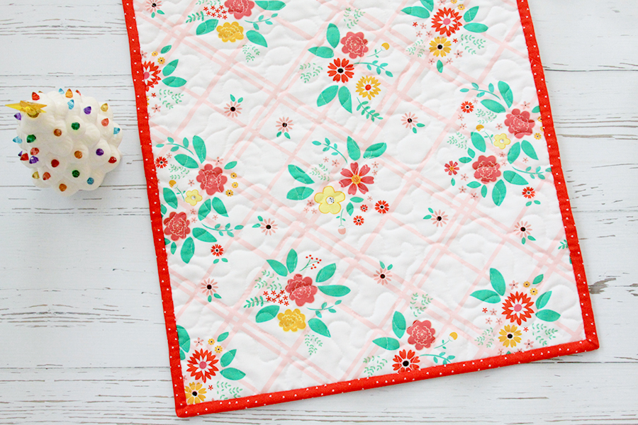 Fresh Fat Quarter Quilts Table Runner by popular Tennessee quilting blog, Flamingo Toes: image of a Fresh Fat Quarter Quilts table runner.