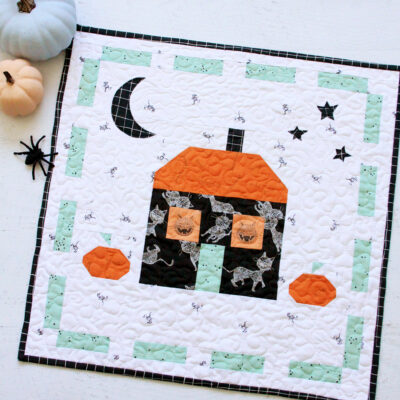 Scaredy Cat Manor Halloween Mini Quilt