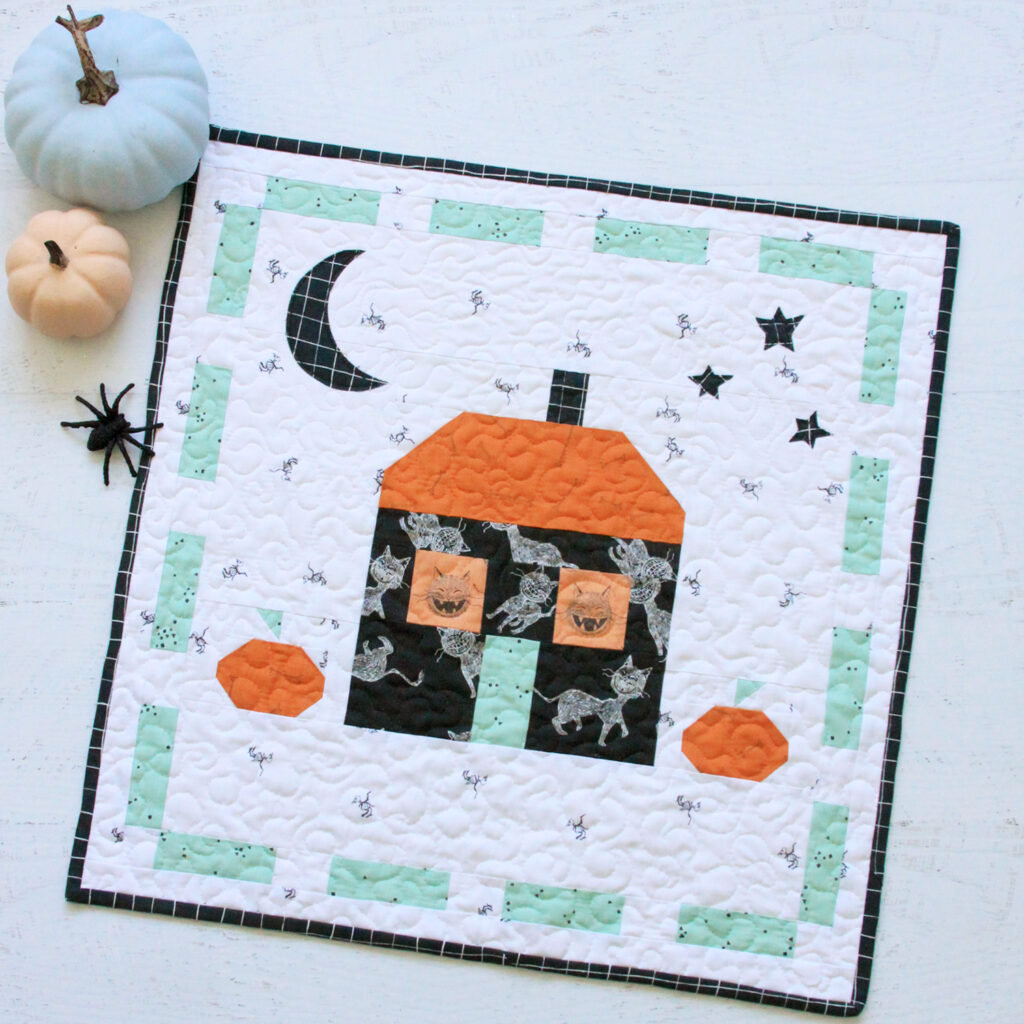 Scaredy Cat Manor Halloween Mini Quilt - Free Pattern